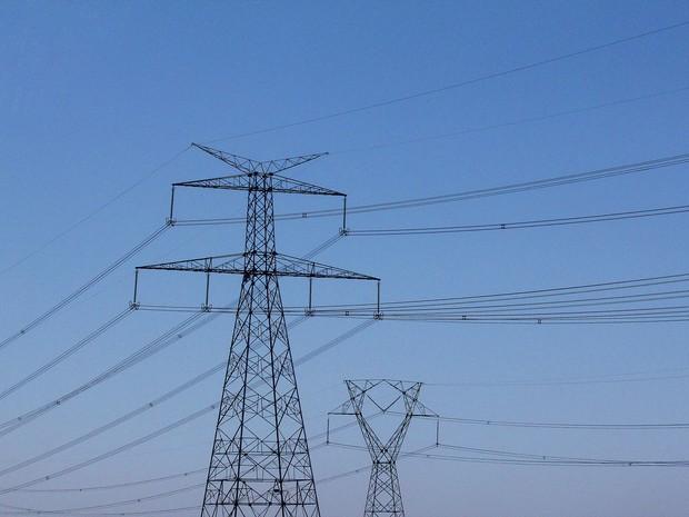 Linhas de transmissão de energia elétrica (Foto: Marcos Santos / USP Imagens)