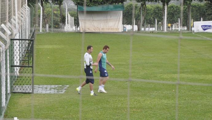 Renan e Zé Love, jogadores do Goiás (Foto: Guilherme Gonçalves/GloboEsporte.com)