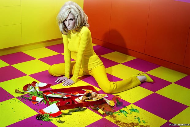 Exposição em NY retrata 'fantasias fashion' de mulheres inspiradas em cinema (Foto: fotos de Miles Aldridge/cedidas pela galeria Steven Kasher (www.stevenkasher.com))