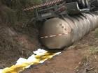 Caminhão tomba em rodovia e óleo vegetal cai em rio de Marília