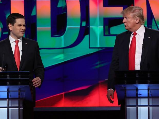 Pré-candidatos republicanos Marco Rubio e Donald Trump participam de debate em Miami na quinta-feira (10) (Foto: Carlo Allegri /Reuters)