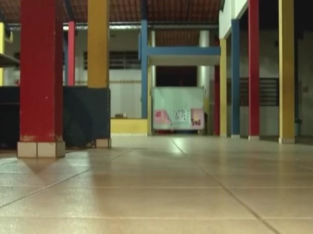 Escola onde menino foi esquecido atende crianças de 4 a 5 anos (Foto: Reprodução / TV TEM)