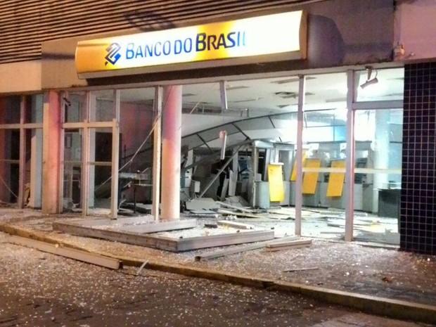 Caixa eletronico do Banco do Brasil explodido em Formiga (Foto: Nilson Pedroso/Arquivo Pessoal)