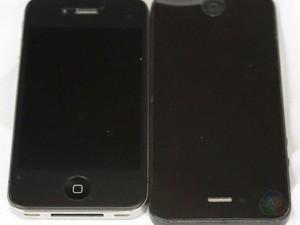 Imagens vazadas na internet do suposto novo iPhone ao lado do modelo atual (Foto: Reprodução)