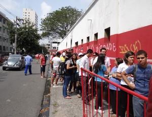 Torcida do Náutico - bilheteria dos Aflitos (Foto: Lula Moraes / GloboEsporte.com)