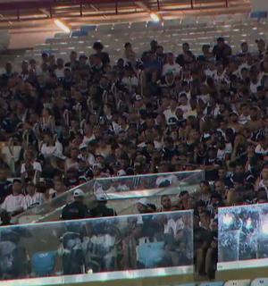Torcida do Corinthians mantida no Maracanã (Foto: Reprodução SporTV)