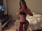 Mayra Cardi exibe o corpo sarado em foto na web