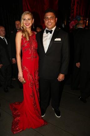 Ronaldo e a modeloCelina Locks em baile de gala em São Paulo (Foto: Manuela Scarpa/ Foto Rio News)