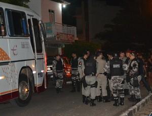 torcedores sousa polícia militar (Foto: Ronney Videres / Folha do Sertão)