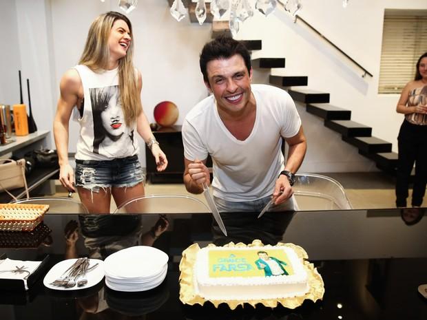 Mirella Santos e Ceará na casa do casal em São Paulo (Foto: Manuela Scarpa/ Foto Rio News)