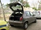 Vídeo mostra criminosos furtando pertences de carros no Recreio