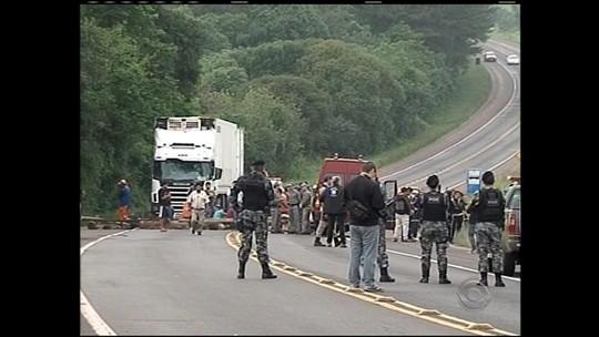 'Tragédia', diz motorista após roda se soltar e causar três mortes no RS
