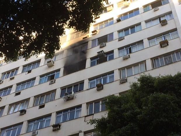 Incêndio em prédio de Copacabana (Foto: Daniel Silveira/G1)
