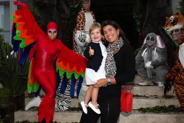 Rossana Fittipaldi com a filha na festa de Vittorio (Foto: Manuela Scarpa / Foto Rio News)