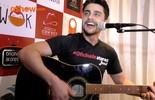 Guilherme Leicam mostra lado cantor e dá dicas para quem quer ser ator