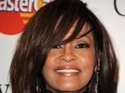 Namorado de Whitney Houston visita hotel em que cantora morreu