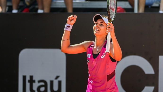 Paula Gonçalves comemora vitória contra Johanna Larsson (Foto: Fotojump)