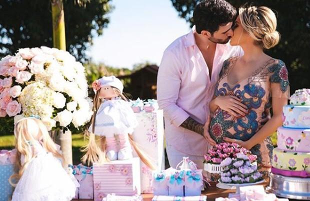 Adriana Sant'Anna e Rodrigão fazem chá de bebê da filha (Foto: Reprodução/Instagram)