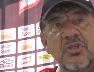 joel santana irritado na coletiva (Foto: Janir Junior / Globoesporte.com)