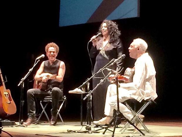 Os músicos Nando Reis, Gal Costa e Gilberto Gil, que cantaram em homenagem ao ex-deputado Ulysses Guimarães, que completaria 100 anos nesta quinta-feira (6) (Foto: Roniara Castilhos/TV Globo)
