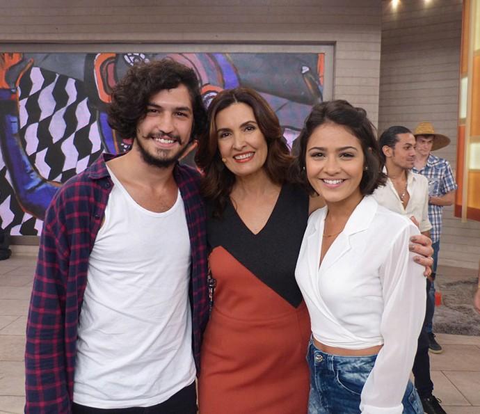 Fátima com Gabriel Leone e Giullia Buscacio (Foto: Vinícius Cunha/Gshow)