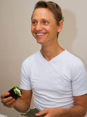 Kaelash come três 'bolinhos' no almoço (Foto: Edilson Almeida / Especial para o G1)