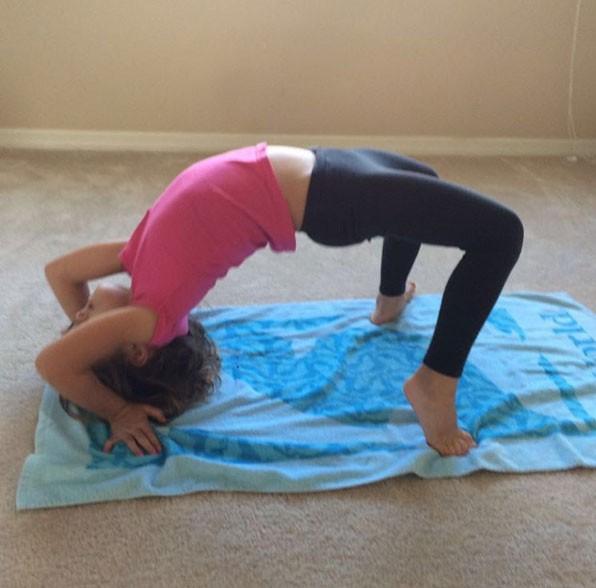 Nina fazendo acrobacia: futura geração de atletas olímpicos? (Foto: Reprodução/ Instagram)