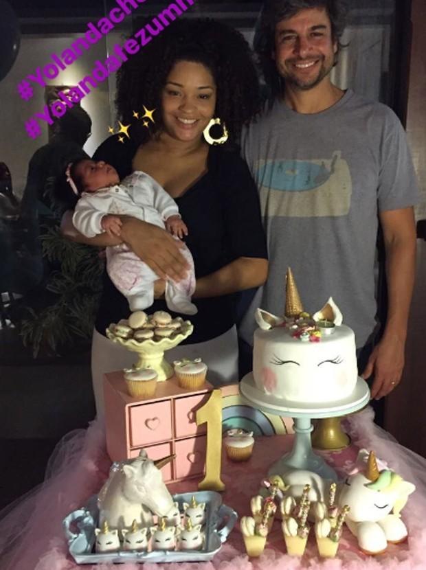 """A atriz com o marido e a filha, dias atrás: """" (Foto: Reprodução/ Instagram,)"""