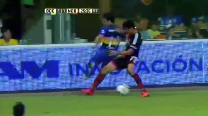 BLOG: Lodeiro dá caneta à la Riquelme e arranca sorriso de ídolo do Boca Juniors