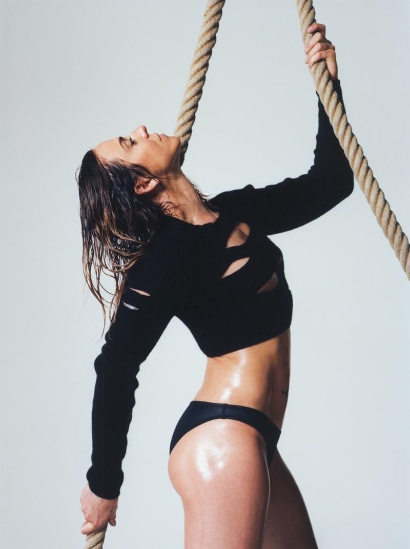 Melanie C em foto da Love Magazine (Foto: Reprodução/Thurstan Redding)