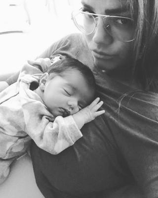Kelly Key posa com o filho recém-nascido, Artur (Foto: Instagram/ Reprodução)