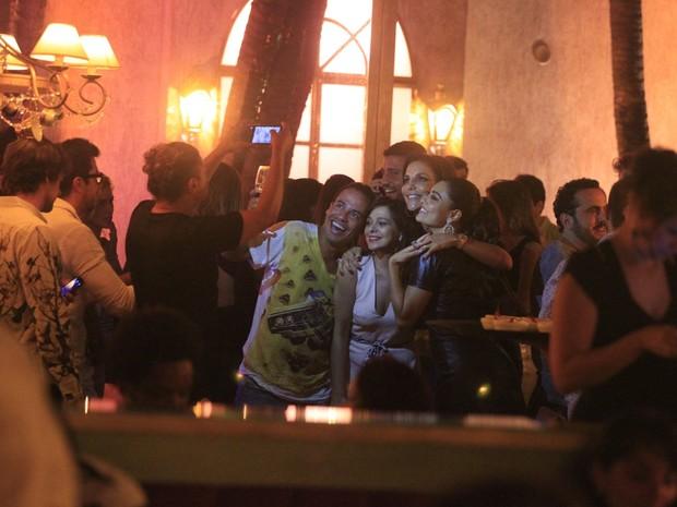 Juliana Paes comemora aniversário com Ivete Sangalo e amigos em restaurante na Zona Oeste do Rio (Foto: Dilson Silva/ Ag. News)