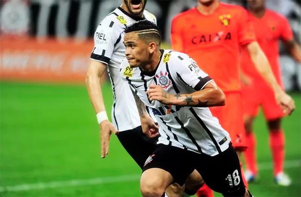Luciano conquistou a vaga de titular no ataque do Timão (Foto: Marcos Ribolli/reprodução Globoesporte.com)