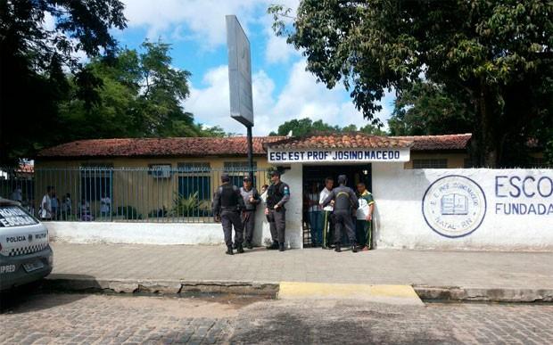 Escola Estadual Professor Josino Macêdo, em Naytal, suspendeu aulas após aluno de 14 anos ter sofrido atentado (Foto: Luiz Alberto Fonseca/G1)