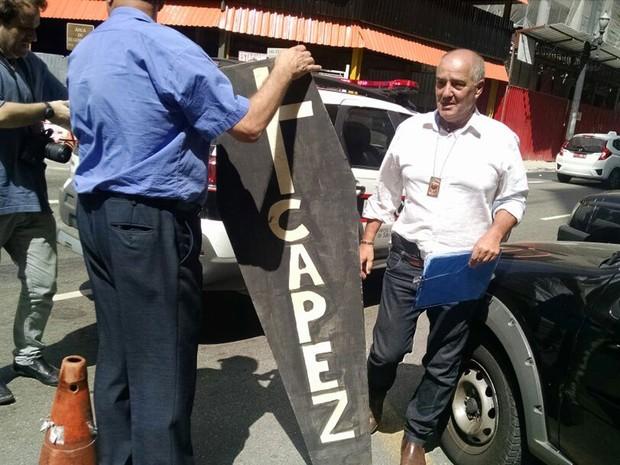 Polícia encontrou caixões com nome do presidente da Alesp, Fernando Capez, na sede da Gaviões (Foto: Leonardo Lourenço / GloboEsporte.com)