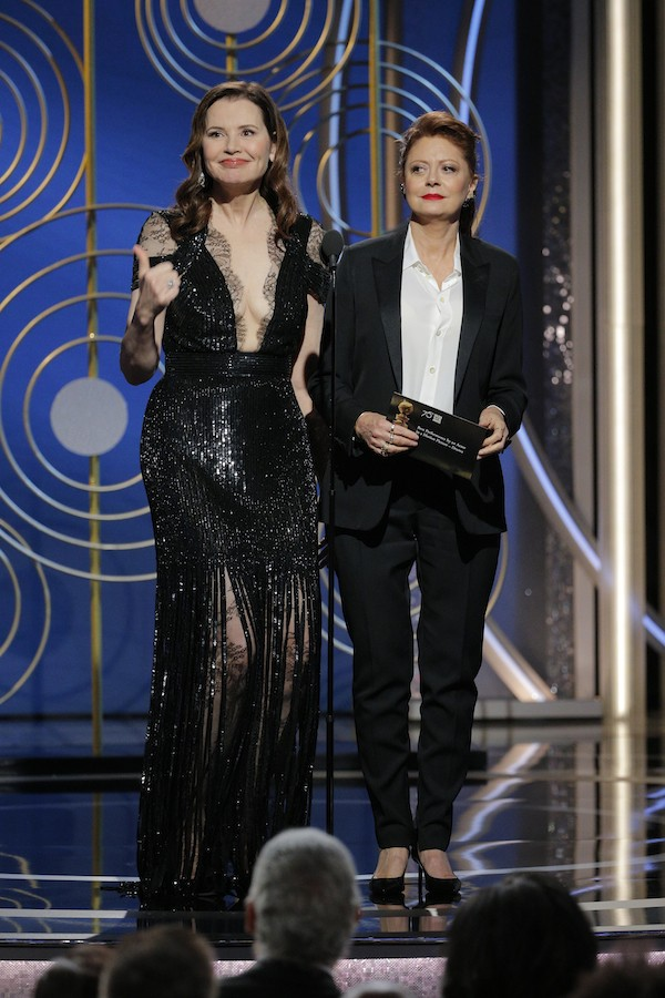 Susan Sarandon e Greena Davis durante a cerimônia do Globo de Ouro 2018 (Foto: Getty Images)