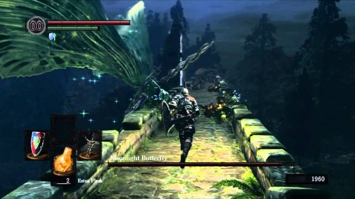 Ataque Moonlight Butterfly quando ela estiver descansando próximo a ponte (Foto: Reprodução/Youtube)