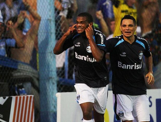 Fernando comemora gol contra o Cruzeiro-RS (Foto: Grêmio/Divulgação)