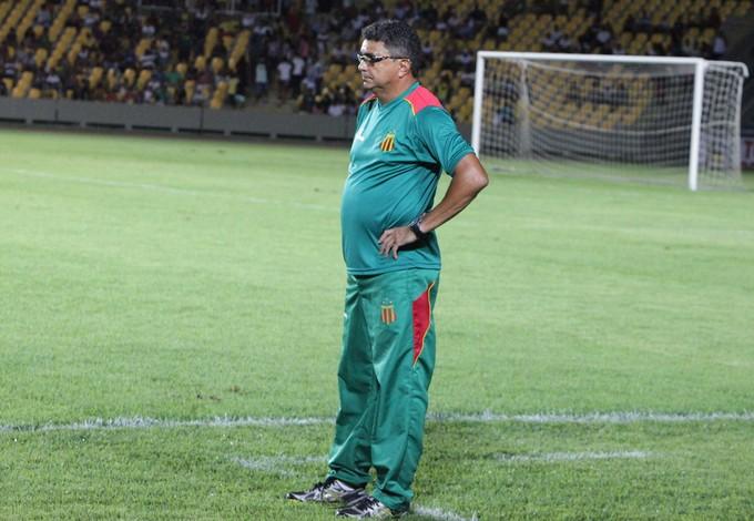 Flavio Araújo, treinador do Sampaio, no Castelão (MA) (Foto: De Jesus/O Estado)