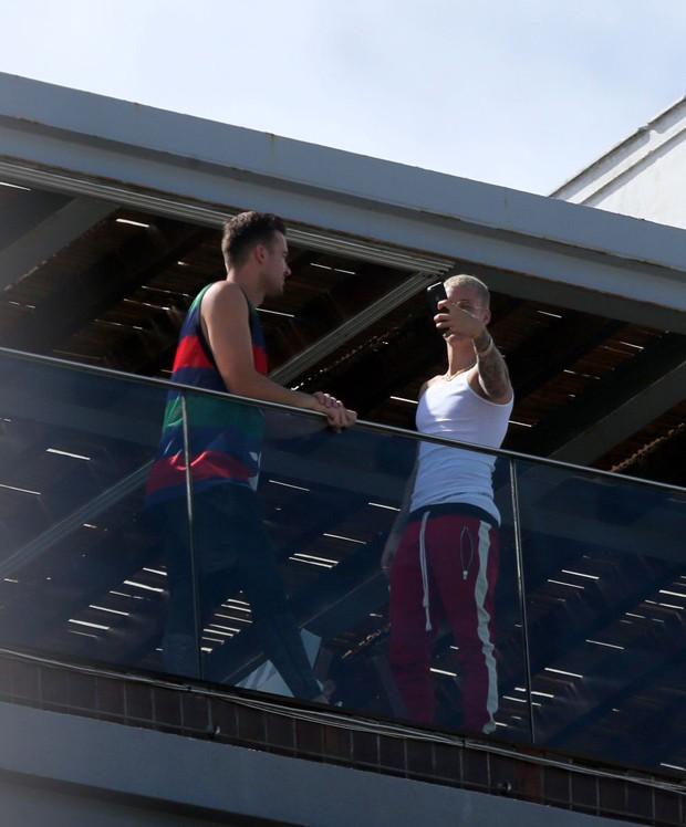 Justin Bieber e amigo (Foto: AgNews)