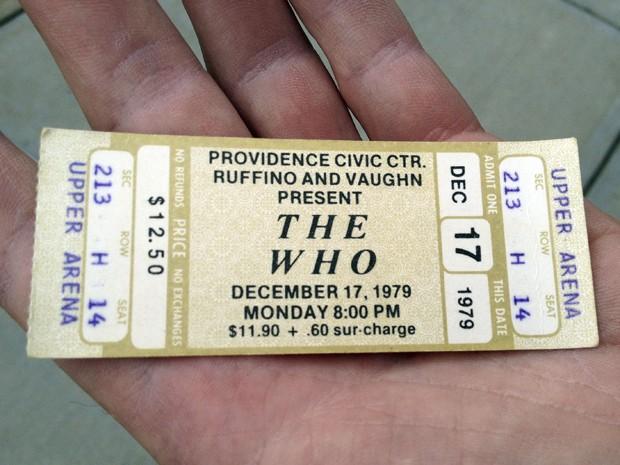 O ingresso do show do The Who em 1979, que foi cancelado depois de um tumulto em apresentação em Ohio, onde 11 pessoas morreram (Foto: AP/Michelle R. Smith)