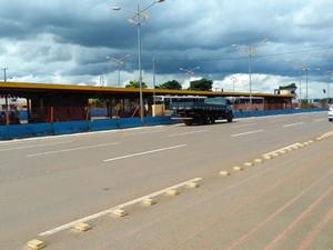 Caminhão vinha na mesma direção que o ônibus, diz polícia (Foto: Osvaldo Nóbrega/TV Morena)