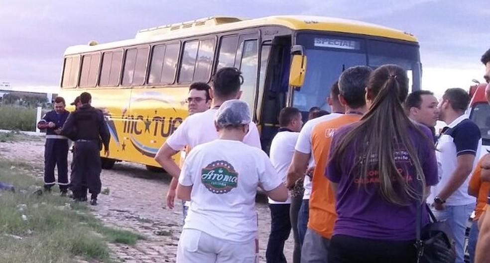 Vítima estava no estacionamento aguardando alunos para retornar ao município de Areia Branca (Foto: Alcivan Vilar / Fim da Linha)