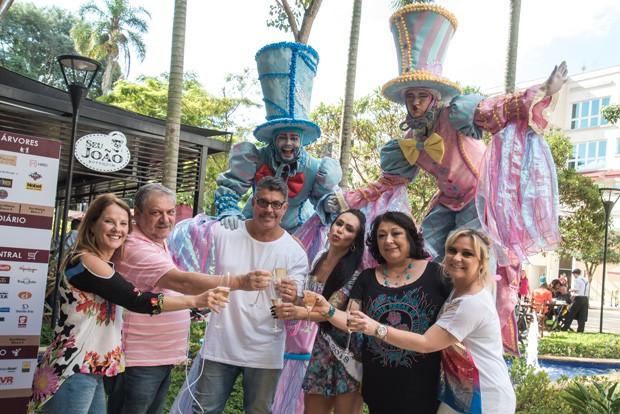 Fabi Frota e Alexandre Frota festejam com amigos (Foto: Caio Duran / Azzi Agency / Divulgação)