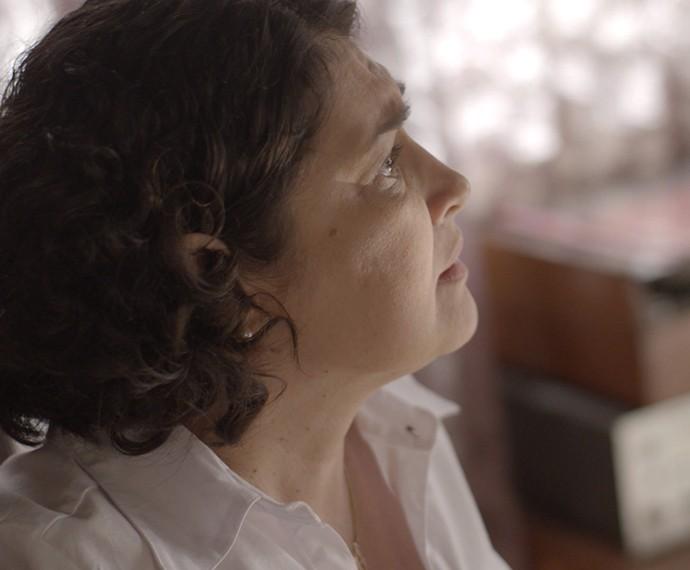 Sueli fica preocupada com marido (Foto: TV Globo)