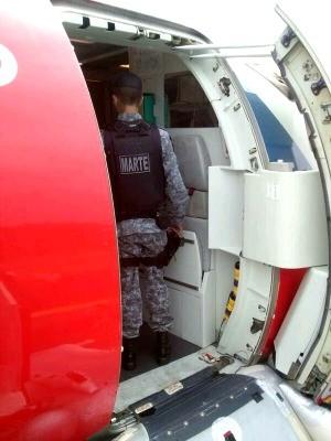 Grupamento antibombas foi acionado para fazer varredura no avião (Foto: Divulgação/Polícia Militar)