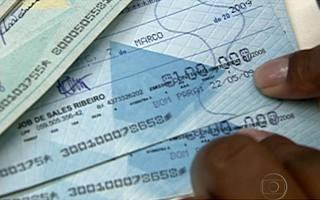 Dicas para preencher cheque e o que fazer em caso de cheque sem fundo (BDBR) (Foto: Bom Dia Brasil)