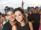 Giovanna Lancellotti curte show do NX Zero junto com o namorado