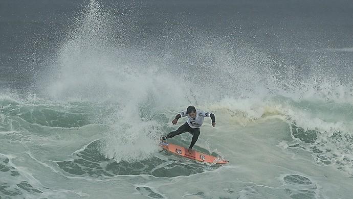 Keanu Asing venceu na estreia da etapa da França do Circuito Mundial de Surfe (Foto: WSL)