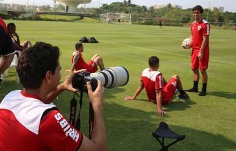 Ganso vira fotógrafo e joga água em fisiologista do São Paulo; veja as fotos